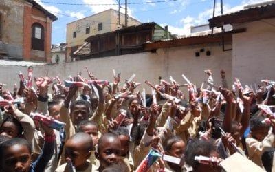 Deuxième campagne de distribution de brosses à dents et de tubes de dentifrice avec Colgate