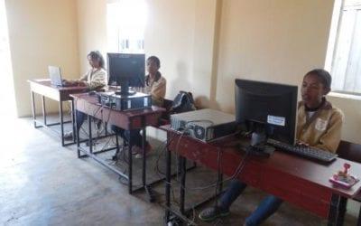 Dotation de matériels informatiques à des écoles publiques MIDI Madagasikara