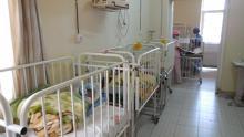 Remise d'équipements médicaux destinés à la petite enfance