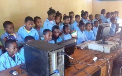 Remise de matériels informatiques aux écoles publiques